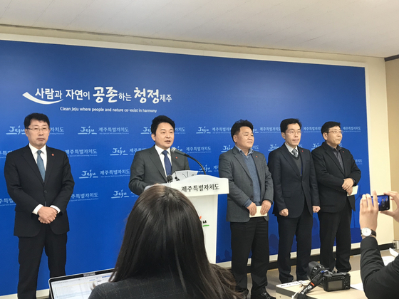 지난 5일 원희룡 제주지사가 제주도에서 녹지국제병원 조건부 허가 계획을 발표하고 있다. 최충일 기자