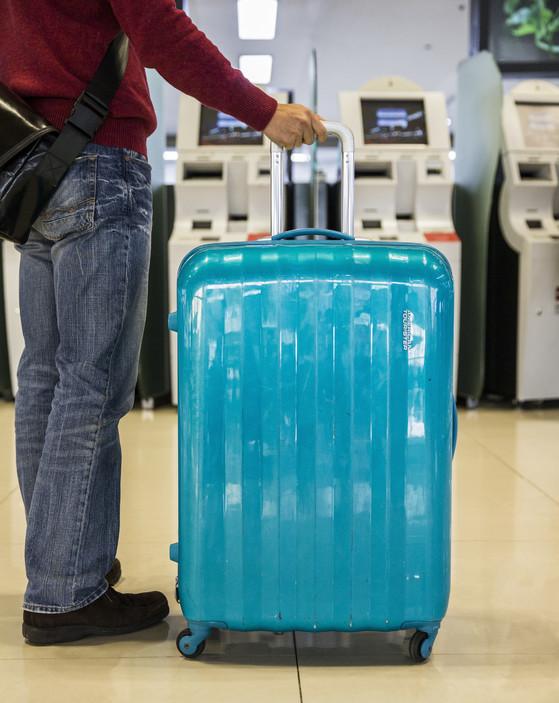 비행기를 탈 때는 가방 꾸리는 요령도 중요하다. 한 푼이라도 아끼려면 꼭 필요한 짐만 챙겨서 무게를 최소화해야 한다. [중앙포토]