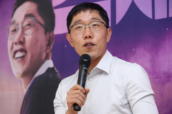 방송인 김제동이 9월 12일 KBS 시사 토크쇼 '오늘밤 김제동' 기자간담회에서 질문에 답하고 있다. [연합뉴스]