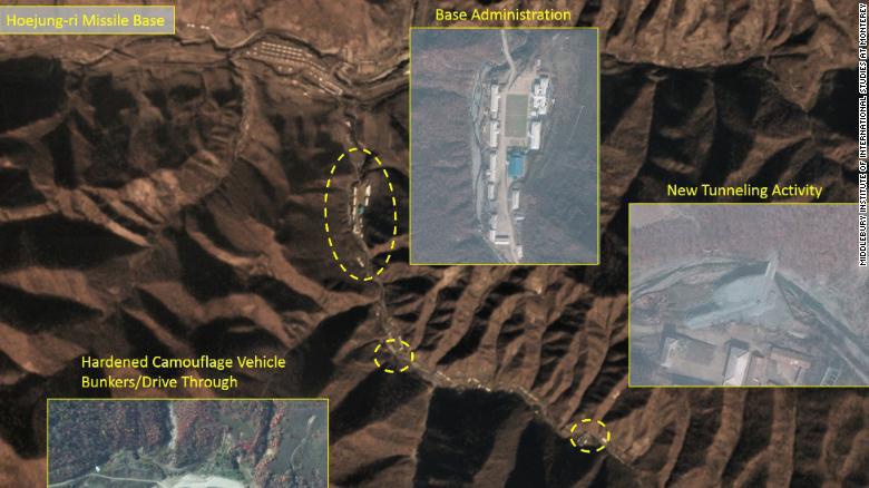 """미국 CNN방송이 5일(현지시각) 미들버리 국제연구소로부터 단독 입수한 위성 사진을 근거로 북한이 북중 접경지역인 양강도 영저동 기지에서 새로운 시설 공사가 진행 중이라고 보도했다. 연구소 측은 '이번에 발견된 기지의 형태는 핵탄두 미사일 기지와 흡사한 구조를 보인다""""고 밝혔다. 사진은 영저동에서 11km 떨어진 회정리 미사일기지 위성사진. [CNN.COM 캡처=뉴스1]"""