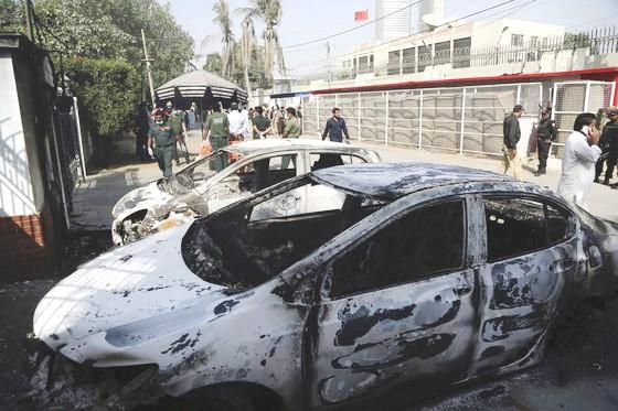 폭탄 테러가 발생한 파키스탄 카라치 중국 영사관 인근 [출처 중앙포토]