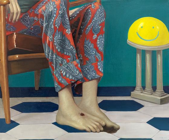 HEAVEN, oil on canvas, 90x120cm, 2017, 구찌의 페이즐리 패턴 파자마를 입은 남자. 그의 발등에는 레오나르도 다 빈치 그림에서 발췌한 예수의 성흔과 비슷한 상처가 있다.