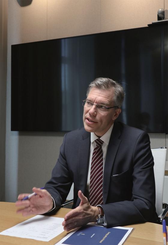 """리쿠 후투넨 핀란드 고용경제부 에너지실장은 '국민 60% 이상이 원전에 찬성하고, 안전에 대한 신뢰도도 높다""""고 말했다. / 사진:허정연 기자"""