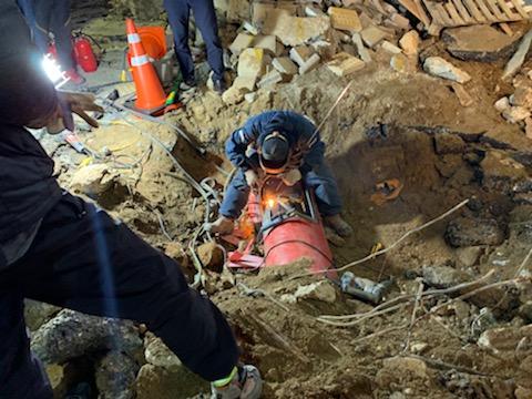 10일 오후 6시 39분쯤 부산 해운대 동백사거리에서 업체가 굴착기 작업 중 지하에 매설된 가스관을 파손하는 사고가 발생했다. [부산경찰청]