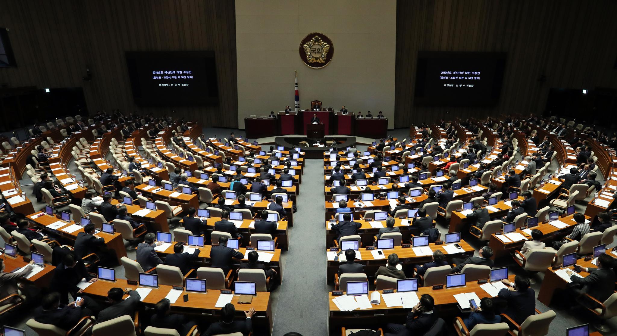 민주, 국회의원 연봉 인상분 사회환원 방안 논의키로