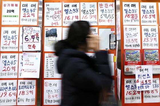 서울 집값이 하락세를 타고 있지만 가격 상승 기대감은 여전히 강하다. 하락 뒤 다시 상승한다는 믿음인 학습효과가 이번에도 제대로 나타날지 주목된다.