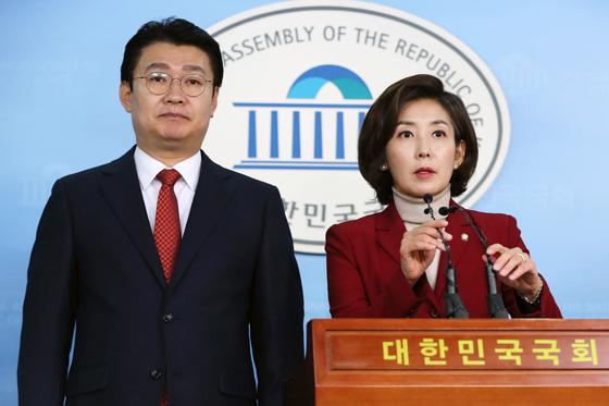 나경원 자유한국당 원내대표 후보(오른쪽)와 정용기 정책위의장 후보.