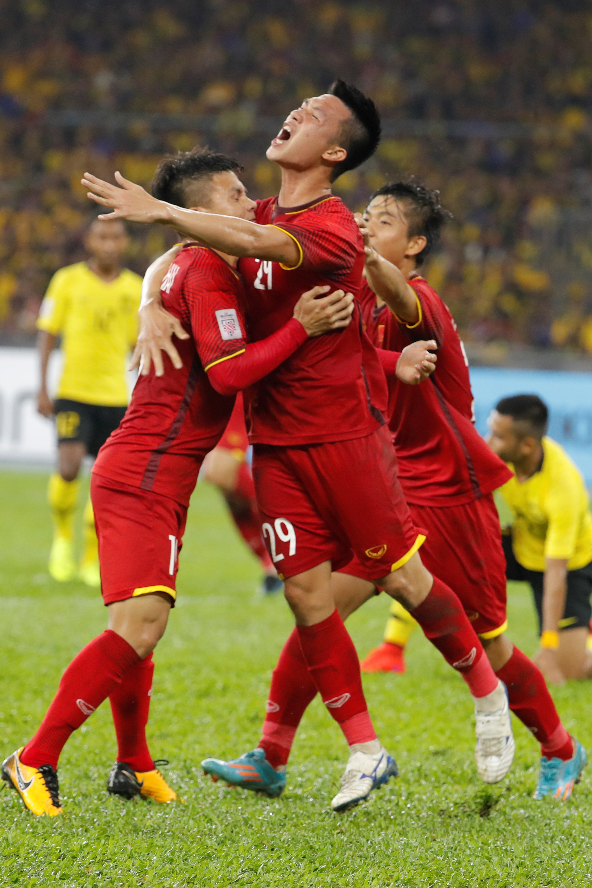 베트남이 말레이시아와의 2018 스즈키컵 결승 1차전에서 2-1로 전반전을 마쳤다.[AP=연합뉴스]
