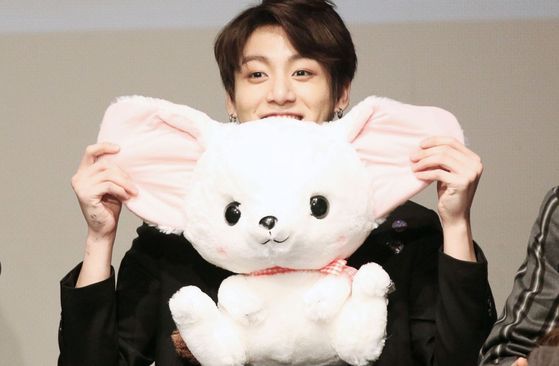 Photos from Twitter '@jungkook_3yrs'