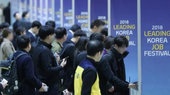 11월 취업자 전년동월比 16만5000명↑…실업률 동월기준 9년만 최고치