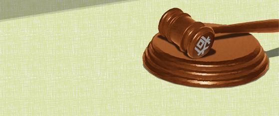폭력행위 등 처벌에 관한 법률 위반과 업무방해 혐의로 재판에 넘겨진 민주노총 전국건설노조 대전충북지부 크레인지회장 A(32)씨에게 징역 8월에 집행유예 2년을 선고받았다.[중앙포토]