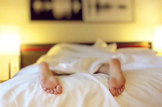 7시간 이상 자면 심장병·뇌졸중 등 혈관질환 발생 위험이 커진다는 연구 결과가 나왔다. [pixabay]