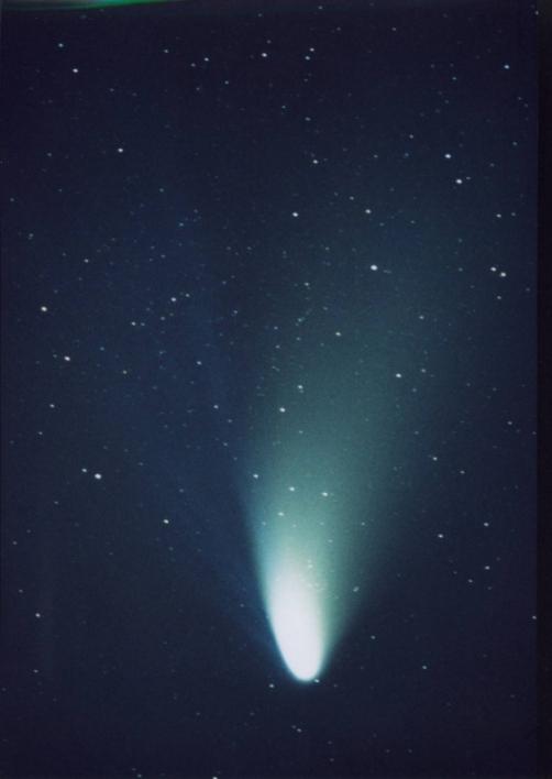 혜성은 태양을 공전하며 태양빛을 받아 빛난다. 13일 태양 근일점을 지나는 비르타넨 혜성은 5.4년을 주기로 지구에 접근한다. [중앙포토]