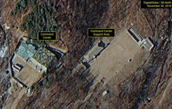 12일(현지시간) 미국 북한전문매체 38노스는 지난 5월 파괴된 북한 풍계리 핵실험장 내 행정시설과 지휘본부 안에 있는 큰 건물 두 채가 여전히 들어서 있다며 핵실험장이 완전 파괴됐는지 여부가 불분명하다고 보도했다. [사진 38노스]