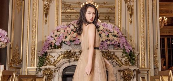 멍완저우의 이복 여동생 야오안나. 지난달 파리에서 열린 무도회로 국제 사교계에 데뷔했다. [르발 공식 홈페이지]