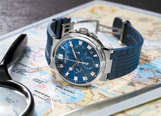 마린 크로노그래프 5527은 항해와 관련한 미학적 코드를 담은 섬세한 디테일이 인상적인 시계로 크로노그래프가 스포티함을 더해준다. [사진 브레게]