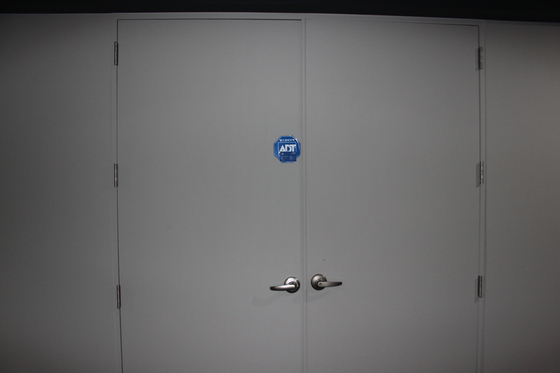 지난 11일 서울 문정동 H오피스텔 13층 사무실 문이 굳게 닫혀 있다. 이재수 전 사령관의 지인 사무실로, 나흘 전 투신하기 직전 방문한 곳이다. [조강수 기자]
