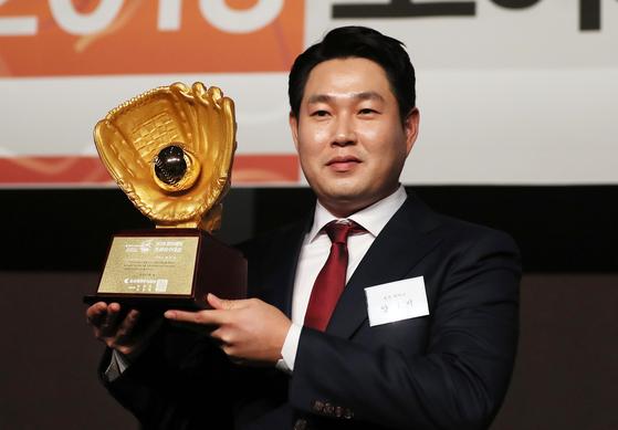 포수 골든글러브를 수상한 다음날 NC와 4년 총액 125억원에 계약한 양의지. [연합뉴스]