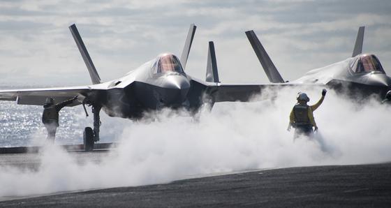 한반도 자주 오는 美 핵항모 칼빈슨함, 최신예 F-35C 배치 눈앞
