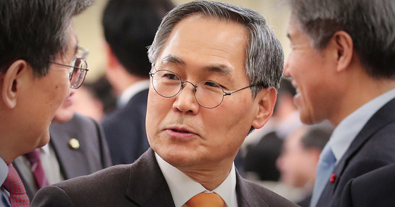 우윤근 김 수사관, 사람보내 협박···檢 검증 끝난 사건