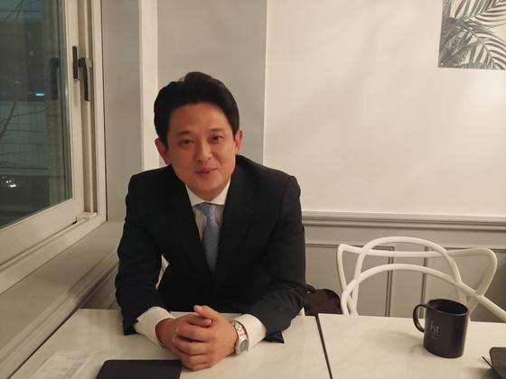 임 대사가 12일 저녁 광화문의 한 카페에서 인터뷰를 하고 있다. [사진 권유진 기자]