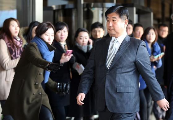 실세 비리 보고했다 징계…우윤근 의혹 제2 박관천?