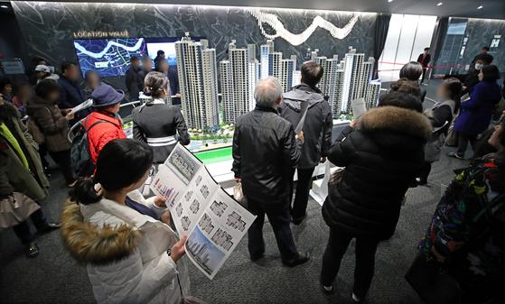 강남 로또 아파트 포기·연체 속출···현금 부자들은 잔치