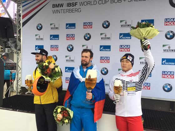 14일 스켈레톤 월드컵 2차 대회에서 동메달을 딴 윤성빈(오른쪽). [사진 올댓스포츠]