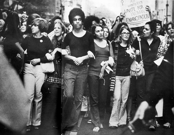 여권시위 1968혁명 모습.『여성의 신비(Feminine Mystique)』(1963)를 쓴 베티 프리단이 설립한 여성전국조직(NOW)은 '여성권리장전'을 미 의회에 냈다. 우리가 지금 어디에, 어떻게 와 있는지 역사를 알려면 이 책 만한 '입문서'가 없지 않을까 싶다. [중앙포토]