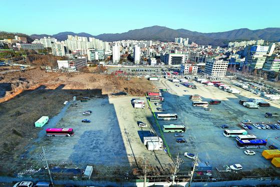경기도 성남시와 토지 소유주가 개발 방식을 놓고 법적 분쟁을 벌이고 있는 신흥동 제1공단 부지 모습. 이번주 법원의 선고가 향후 사업에 어떤 영향을 미칠지 주목된다. [장진영 기자]