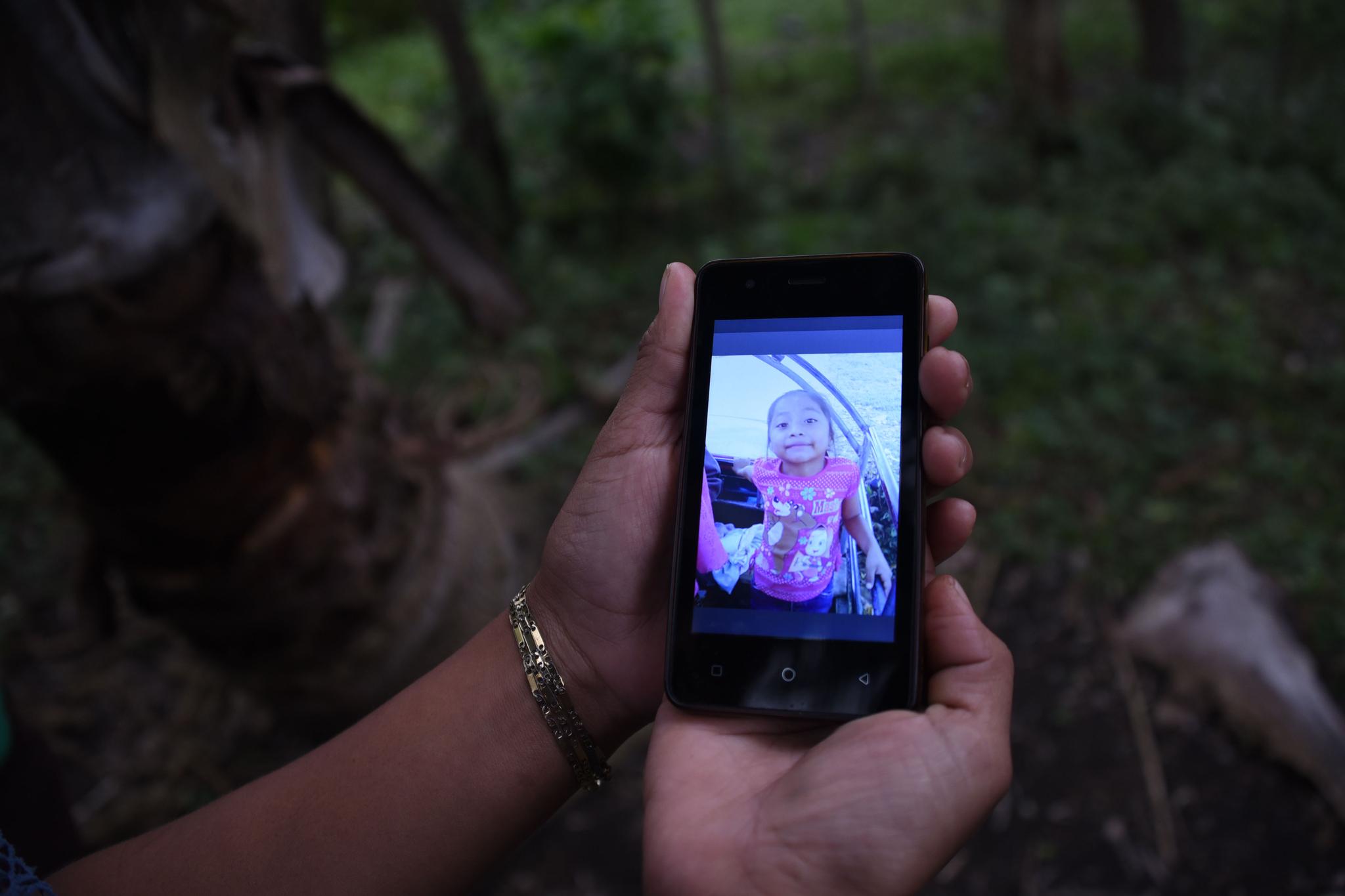 아빠가 사준 운동화 신고 미국 국경 넘다 숨진 7살 소녀