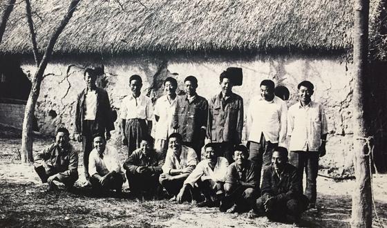 1978년 개별영농을 결의한 비밀각서에 서명한 샤오강촌의 농민 18명의 당시 모습. [사진 샤오강촌]