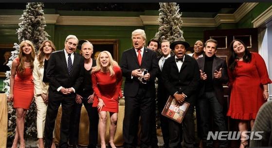 본인을 조롱한 NBC 방송의 코미디 프로그램 새터데이 나이트 라이브(SNL)에 대해 트럼프 대통령이 불만을 표했다. [뉴시스]