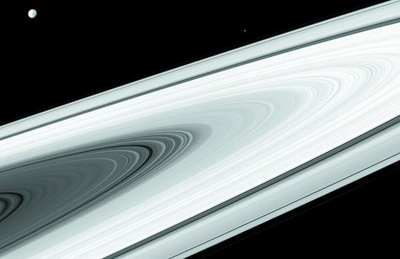 토성의 7만km에 달하는 고리가 빠른 속도로 없어지고 있다는 연구 결과가 나왔다. 지난해 토성 상공에서 산화한 카시니 호가 보내온 관측 데이터를 분석한 결과다. [중앙포토]