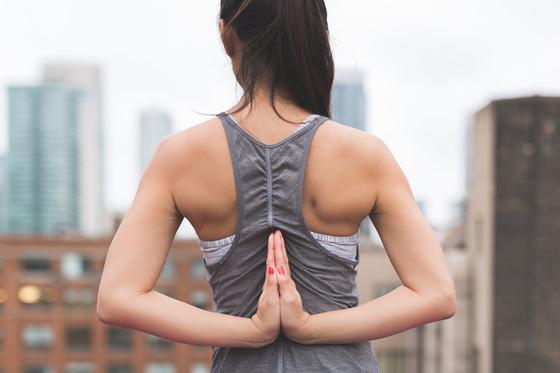 어깨를 돌려보면 어깨 속에서 우두둑 소리가 나는 것은 힘줄이 뼈와 부딪히고 있기 때문이다. 언젠가는 염증이 생기고 회전근개 파열이 생길 수 있어 조심해야 한다. [사진 pixabay]