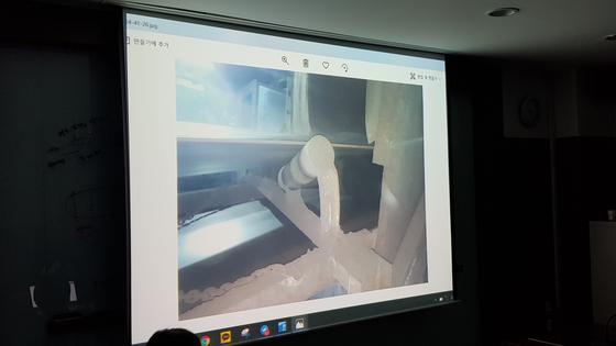 19일 대전고용노동청에서 고 김용균 시민대책위원회가 공개한 태안화력발전소 컨베이어 모습. 아이들러(롤러 일정)에는 덮개 등 안전장치가 마련되지 않아 부상위험이 높았다고 한다. 신진호 기자