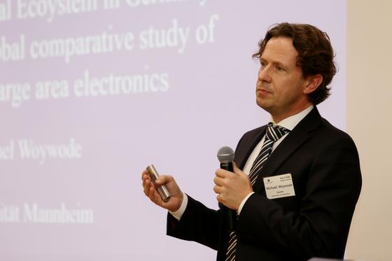 미카엘 보이보데 독일 만하임대 교수가 발표하고 있다.