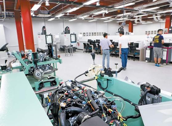 SMART Lab.에서는 학생의 전공지식을 바탕으로 제품을 설계·제작·평가하는 원스톱 프로젝트 실습을 할 수 있다. [사진 영남대]