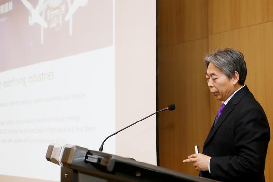 쉬동가오 중국 칭화대 교수가 발표하고 있다.