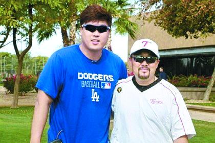 류현진은 김용일 전 LG 코치(오른쪽)를 최근 개인 트레이너로 영입했다. [사진 에이스펙코퍼레이션]