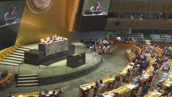 17일 뉴욕 유엔본부에서 열린 유엔총회에서 북한 인권결의안이 14년 연속 채택됐다. [중앙포토]