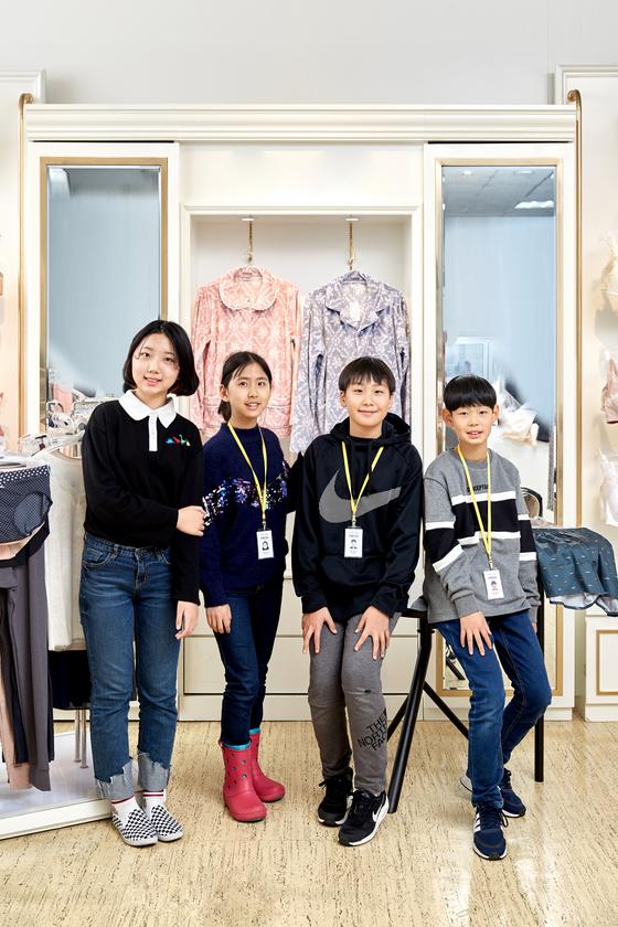 노윤서·이지윤·김동률·최찬이(왼쪽부터) 소중 학생기자단이 서울 용산의 한 속옷 업체 본사를 찾았다.
