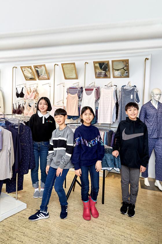 노윤서·최찬이·이지윤·김동률(왼쪽부터) 10대 초반인 소중 학생기자단은 속옷 입문 단계 연령이다.
