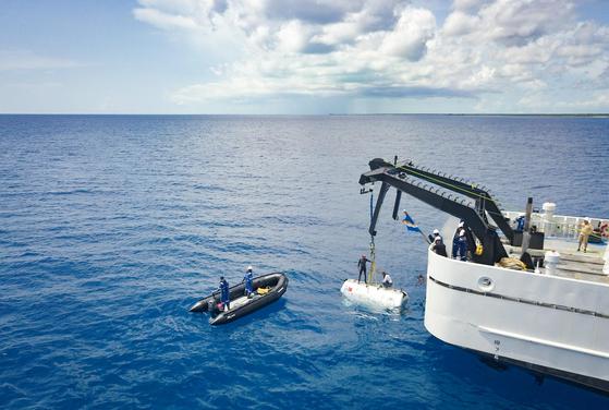 심해의 수압은 상상이상으로 높다. 파이브 딥스 엑스퍼디션의 두 번째 탐사지인 사우스샌드위치 해구의 깊이는 8428m로 기압이 1088atm에 달한다. 이 때문에 베스코보는 해저 1만 3198m 깊이의 수압에서 견딜 수 있는 잠수정 트리톤 36000을 만들었다. [사진 fivedeeps.com]