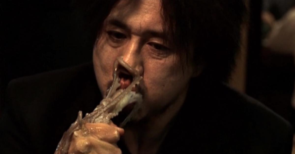 영화 '올드보이' 중 한 장면. 산낙지 먹는 모습 [중앙포토]