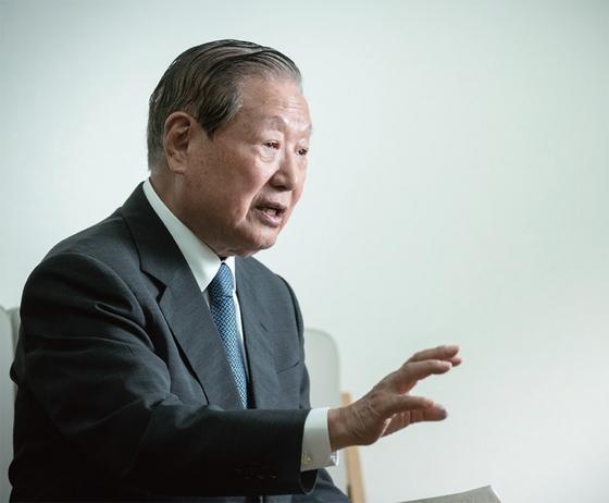 """김원기 전 국회의장은 '여야가 등지면 먼저 손해 보는 쪽은 정부여당""""이라고 말한다."""
