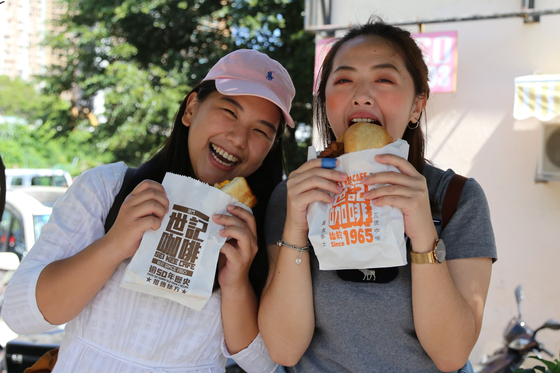 국내여행과 마찬가지로 한국인이 해외에서 가장 중시하는 건 '미식 체험'이다. [중앙포토]