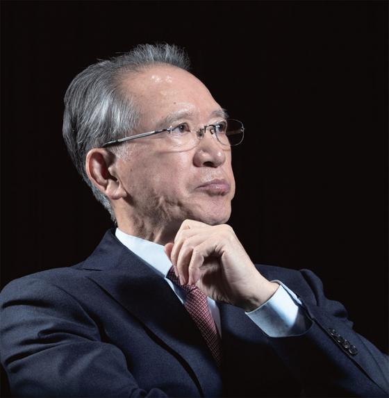 """김형오 전 국회의장은 '대한민국이 앞으로 몇십 년을 더 버틸지는 아무도 모른다""""고 경고한다."""