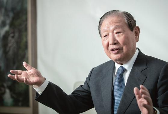 김원기 전 국회의장은 대통령이 공감하면 차기 주자들의 반대에도 개헌이 가능하다는 입장이다.