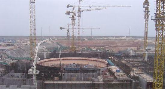 중국은 2030년까지 원전 100여기를 운영할 예정이다. 사진은 한국수력원자력이 기술자문을 하는 광둥성 링아오 원전 건설 현장. [중앙포토]